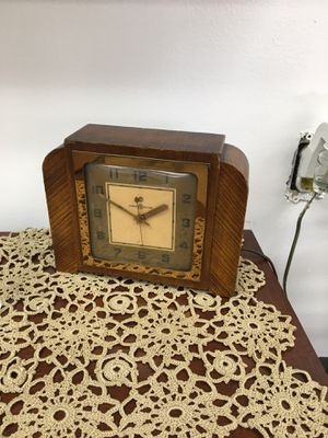 Small antique General Electric desk or mantle clock, for Sale in Englishtown, NJ