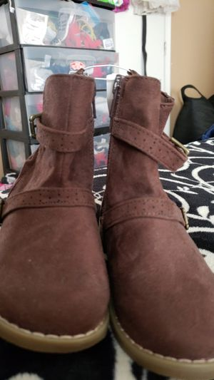 Old navy girls boots size 10 for Sale in Salt Lake City, UT