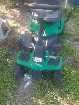 Weedeater one riding lawn mower does not run have two of them same riding lawn mowers one probably fix one does not ring for Sale in Newport News, VA