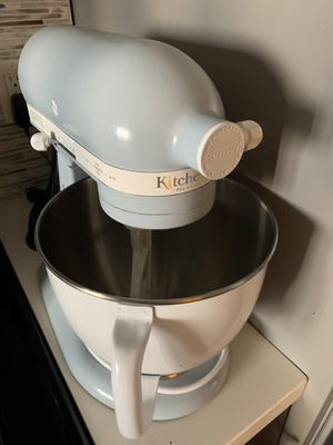 Kitchenaid stand mixer LIKE NEW + meat grinder attachment! for Sale in Los Angeles, CA