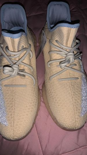 """Yeezy """"linen"""" size 11 DS for Sale in Dallas, TX"""