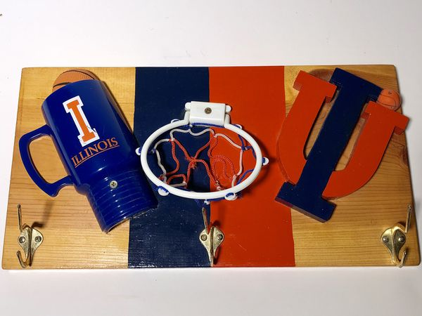University of Illinois I Vintage 🔥🔥🔥 coat hanger basketball hoop