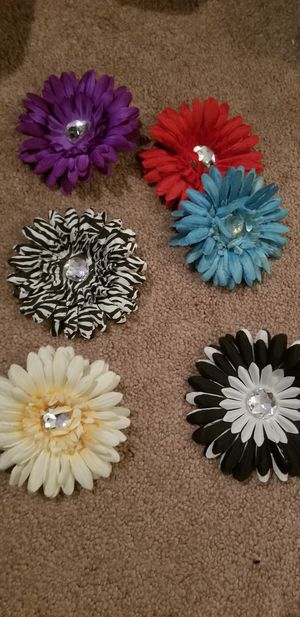 6 flower hair clips for Sale in FSTRVL TRVOSE, PA