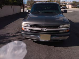 Good work truck 2000 Chevy Silverado 1500 extra cab v-6 automatic for Sale in Anaheim, CA