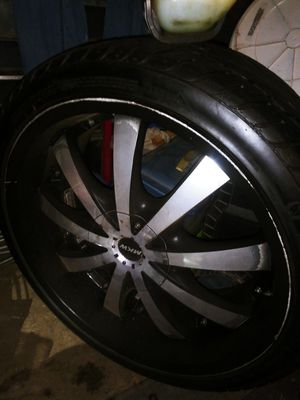 22 inch black and chrome rims for Sale in Fresno, CA