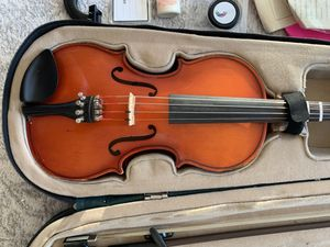 Scherl & Roth (R270E2) 1/2 size Violin with case and Bow for Sale in Phoenix, AZ