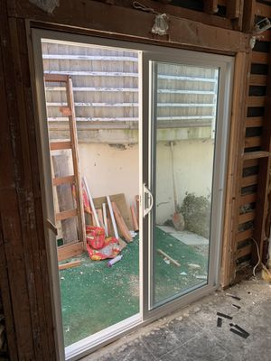 """5' sliding glass door. Dual glazed 80 """" tall with all the hardware. Locking mechanism and slider work great. for Sale in San Diego, CA"""