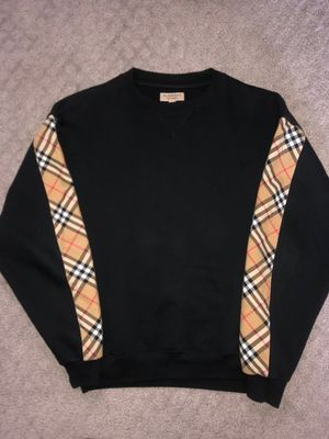 Burberry sweater XS RUNS BIG FITS LIKE A SMALL for Sale in San Diego, CA