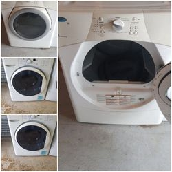 Whirlpool And Kenmore Washer and Dryer Set Electric for Sale in Bonney Lake,  WA