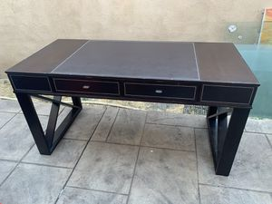 Computer desk/office table for Sale in Los Angeles, CA