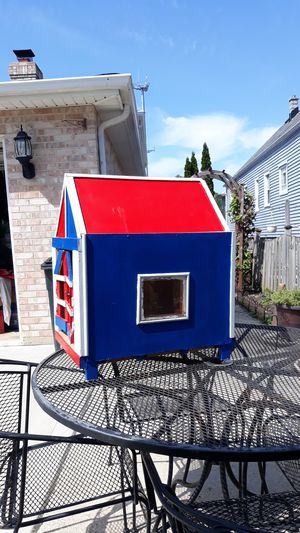 Dog house 25inches high x 16x21 in w for Sale in Riverside, IL