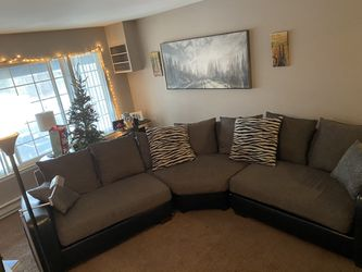 Beautiful 3 Piece Sofa In Awesome Shape for Sale in Roseville,  MI
