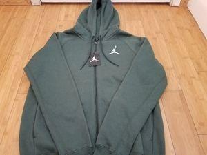 Jordan hoodie Jacket size M for Men for Sale in Paramount, CA