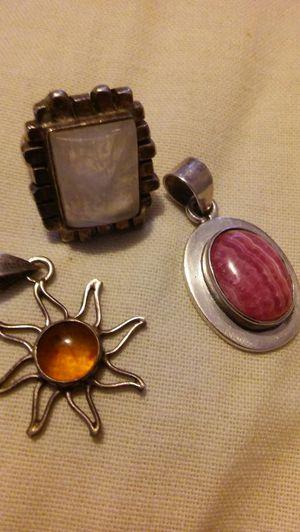 Vendo dijen con un anillo de plata for Sale in Rockville, MD