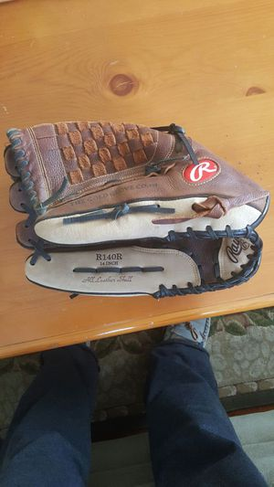 Rawlings Renegade Series 14inch softball Youth baseball glove, left-hand Throw R140R for Sale in Malden, MA