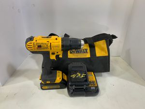 Dewalt dcd771 cordless drill/driver w/ 2 battery and charger/bag for Sale in Lauderdale Lakes, FL