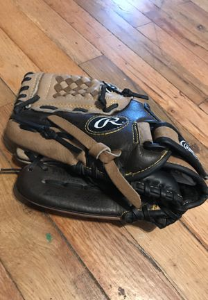 Left handed thrower glove for Sale in Keizer, OR