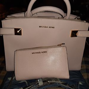 Michael Kors purse and wallet for Sale in Imperial, MO