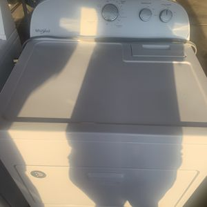 1 Yr Old Whirpool Dryer for Sale in Bakersfield, CA