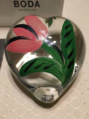 NEW Kosta Boda heart shaped hand painted paperweight for Sale in Rockville, MD