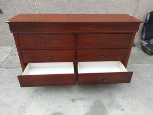 6 drawer dresser for Sale in San Bernardino, CA