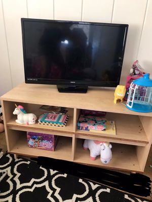 Sanyo tv and tv stand for Sale in Lemon Grove, CA