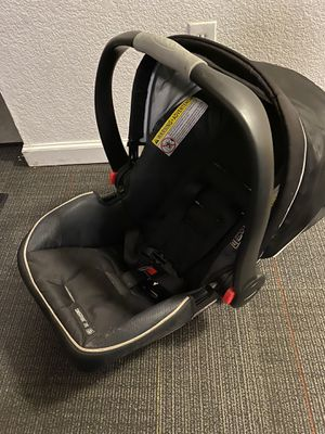 Car seat with bottom base for Sale in San Jose, CA