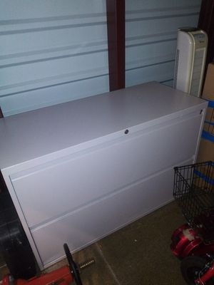 Metal drawer cabinet 18x41x27 H for Sale in Addison, IL