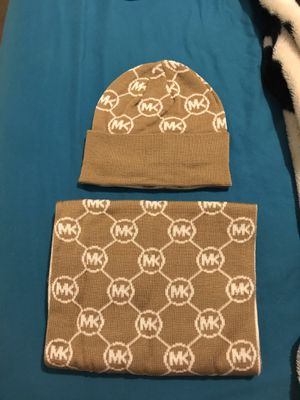 BRAND NEW MICHAEL KORS SCARF AND HAT SET WITH TAGS for Sale in North Las Vegas, NV