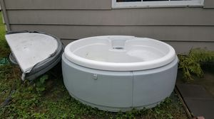 110 volt hot tub with cover for Sale in Tacoma, WA