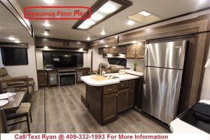 Last 2019 Highland Ridge Silverstar 324RES Rear Den Travel Trailer FINANCING AVAILABLE for Sale in Alvin, TX