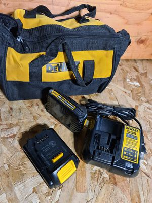 Dewalt 2 pcs MAX Compact Lithium-Ion 1.5Ah Batteries Pack, Charger and bag for Sale in Snohomish, WA