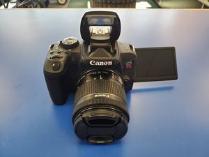 Canon EOS Rebel T7i W/18-55mm Lens for Sale in Stratford, CT