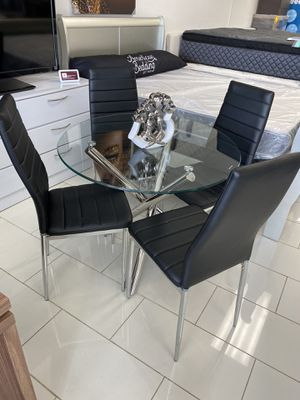 DINING TABLE AND 6 CHAIRS for Sale in Miramar, FL