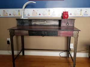 Kid's desk with hutch - Excellent condition for Sale in Los Angeles, CA