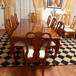 🌿🌹Beautiful Dark wooden dining room table with 8 chairs sets. EXELLENT CONDITION AND LIKE NEW 🌹 Table have 2 leaves Each leaf 12 inches Long for Sale in Houston,  TX