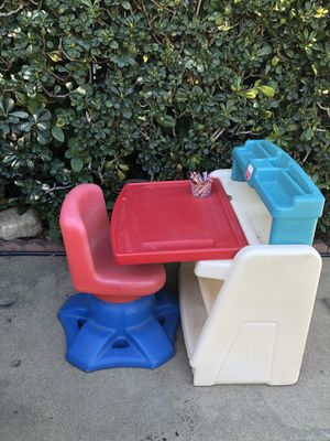 Kids Desk and Swivel Chair for Sale in Rancho Cucamonga, CA