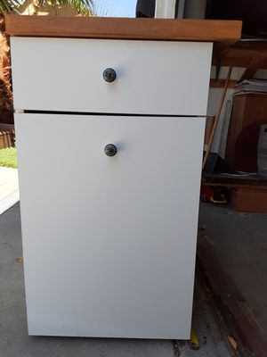 Kitchen cabinet for Sale in Ontario, CA