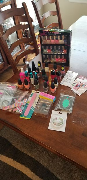 Nail polish and nail care set $20 for Sale in Kent, WA