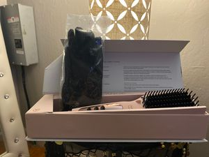 L'ANGE HAIR BRUSH STRAIGHTENER WITH GLOVES for Sale in Fresno, CA