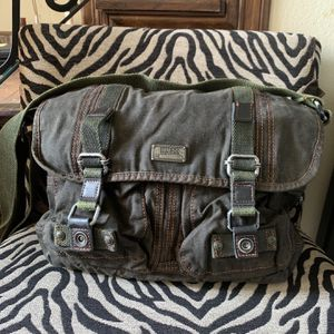 Guess Messenger Bag Unisex, New WOT $25 for Sale in McAllen, TX