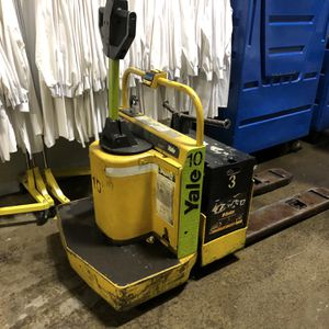 Yale Electric Pallet Jack w/battery & Charger for Sale in Portland, OR