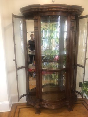 Curio cabinet for Sale in Queens, NY