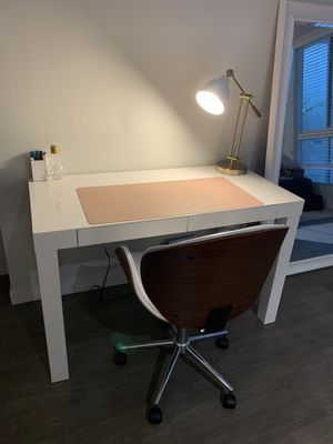 White Parsons Desk (West Elm) for Sale in West Hollywood, CA