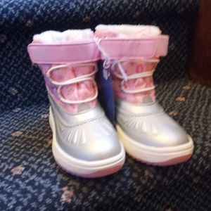 Brand New TODDLER Snow BOOTS. Size 11 for Sale in Sayville, NY