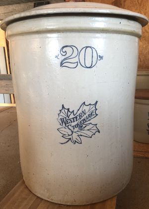 The Western Stoneware Company 20 gallon crock with flower and wooden handle lid for Sale in Wichita, KS