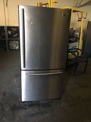 Refrigerator brand LG everything is good working condition 90 days warranty delivery and installation for Sale in San Leandro, CA