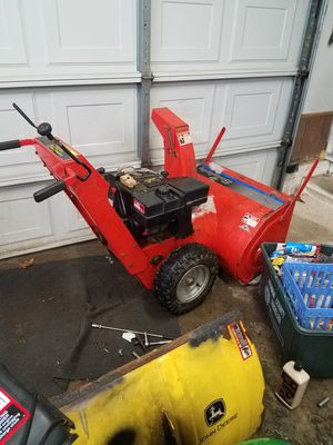 Simplicity 8hp....28 inch auger....electric start for Sale in Hamilton, NY