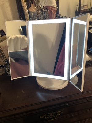 Lighted Portable Tabletop Makeup Vanity Mirror for Sale in Lewisville, TX