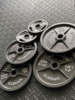 OLYMPIC WEIGHT SET for Sale in Wesley Chapel, FL